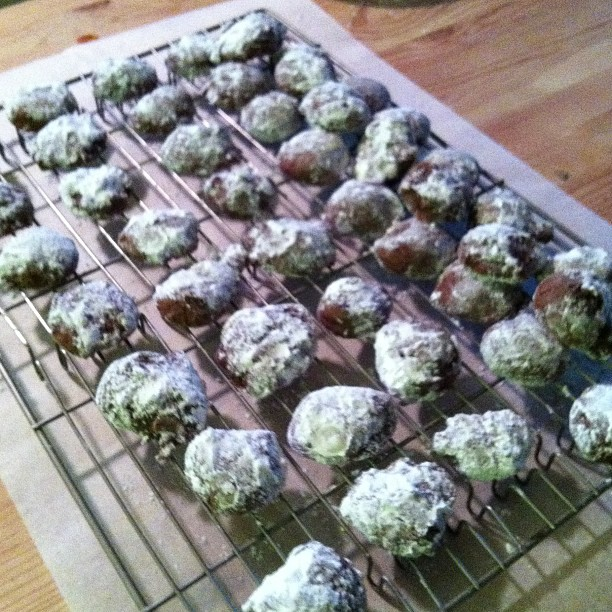 #holidaybaking: chocolate snowballs from Heavenly Homemakers