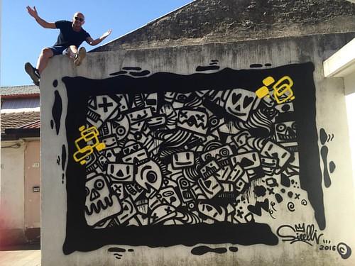 Cartoline da Taurianova.   #massimosirelli #taurianova #graffiti #liveshow #graffiti #streetart #robot #loverobot #patternrobot #robotlove #adottaunrobot #sirelli #painting #paint #spraycans #calabria