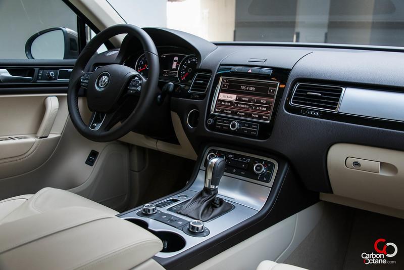 2012 Volkswagen Touareg-8.jpg