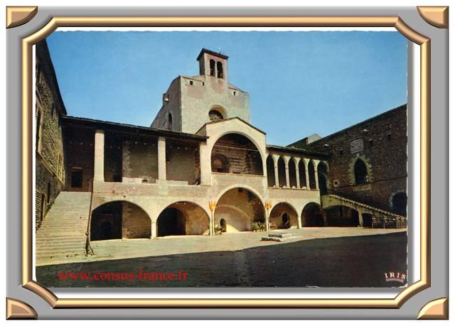 PERPIGNAN (Pyrénées-Orientales) 21 - Le Palais des Rois de Majorque Cour intérieure -70-150