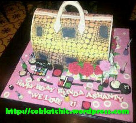 Kue ulang tahun dengan tema Cake tas Yayoi Louis Vuitton