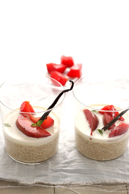 Quinoa pudding with red plums
