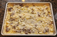 streuselkuchen, baking, apple crisp, baked goods, food, dish, streusel, cuisine, cookware and bakeware, crumble, pudding,