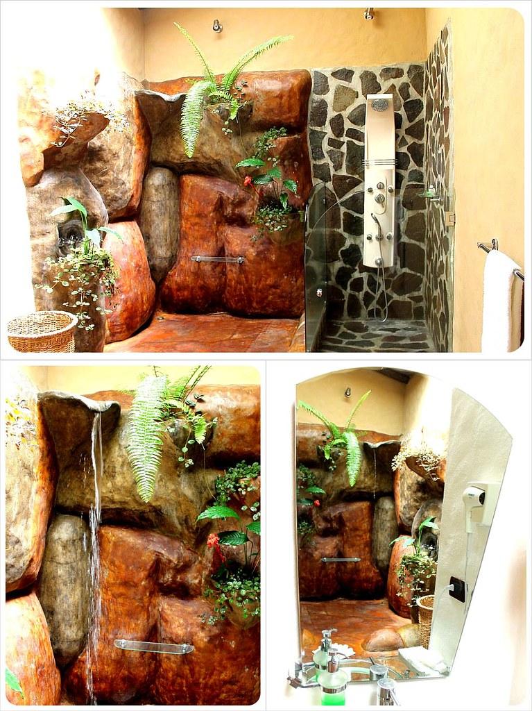 Mountain Paradise Hotel in Arenal Costa Rica bathroom