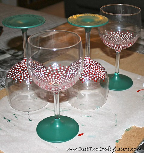 DIY Christmas Chalkboard Glasses Tutorial