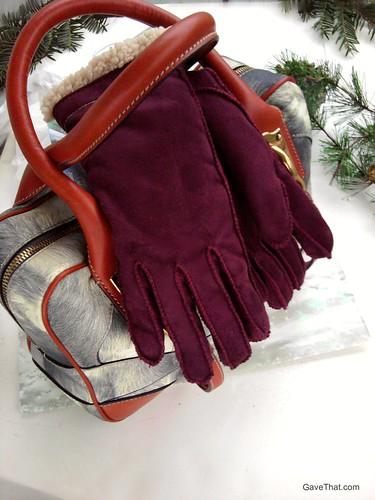 Cire by Grandoe Cozy gloves with aloe infused in them