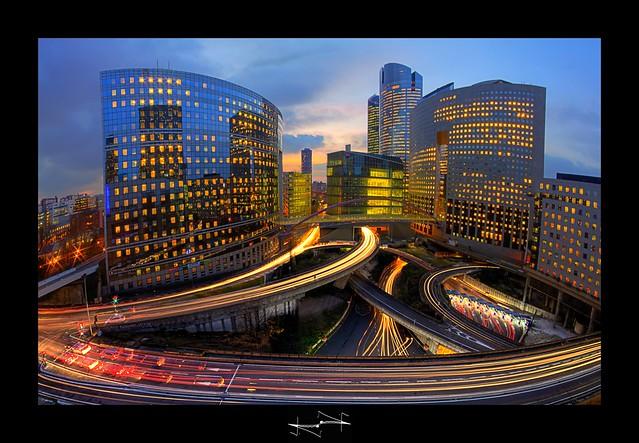 Cette image est belle mais en réalité pollution capitalisme dépenses d'électricité inutile ce sont les réalités de cette image