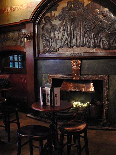 cheminée Blackfriar.jpg
