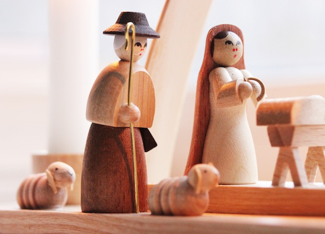 Hand carved wooden nativity scene2