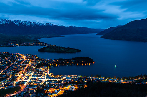 new city blue light lake mountains slr water night clouds see town nikon wasser view cloudy wolken berge zealand stadt nz otago queenstown bluehour blau lichter overview neuseeland ort blauestunde südinsel travelphotography reisefotografie theluge