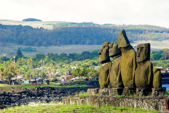 easter island trave, moai