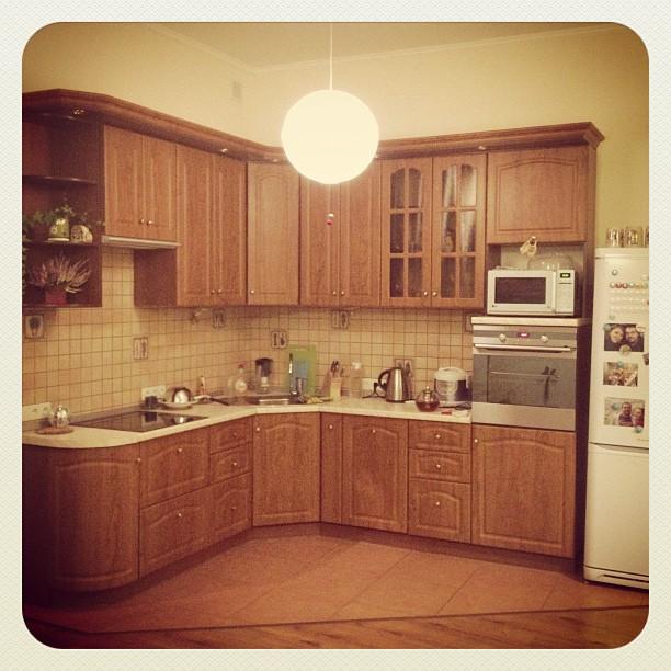 И да, обещала @ivorange показать кухню. Собственно, вот так:)