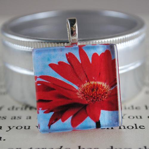 red daisy pendant