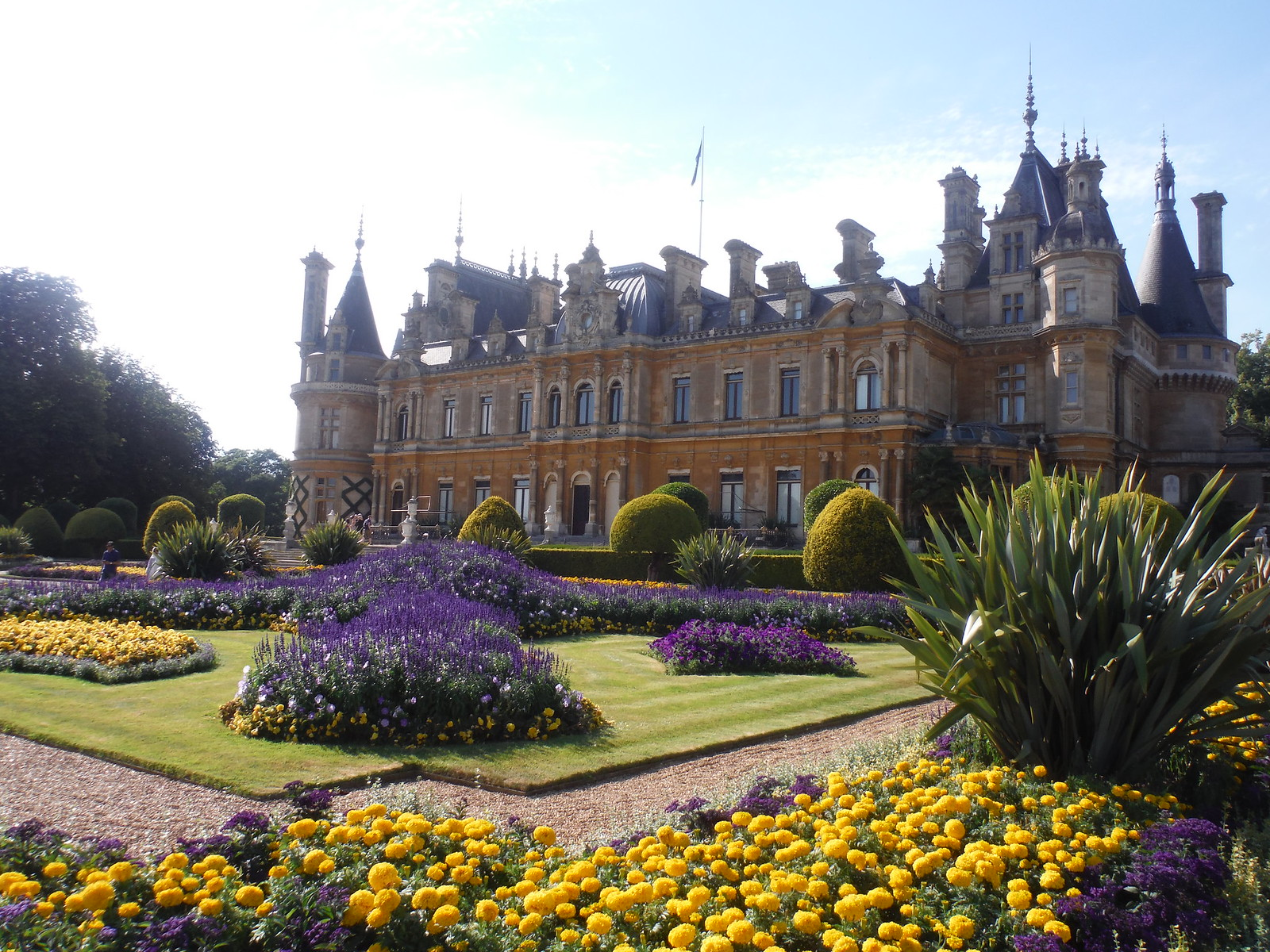Waddesdon Manor, from Gardens SWC 192 Haddenham to Aylesbury (via Waddesdon)