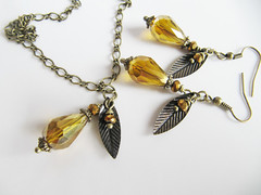 insect(0.0), amber(1.0), yellow(1.0), jewellery(1.0),