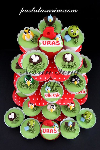 angry birds cupcakes (Medium)