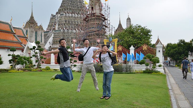 friends jump jump jump