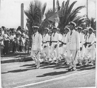 Défilé dans Oran - 14 juillet 1956 - Photo JP Vasse (Retina Kodak)