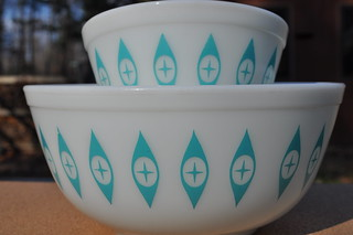 Unmarked Pyrex Eyes Chip and Dip Bowls