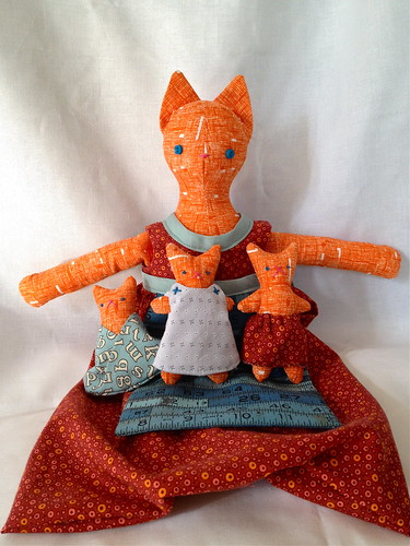 Pattern: Mama Cat and Her Skirt-Dwelling Kittens!