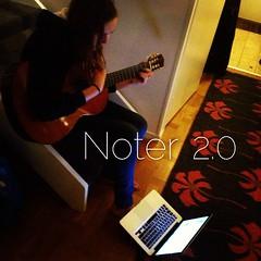 Med datorn på foten för att se ackord och text. Släng pärmen Lundell #music #guitar #creativity