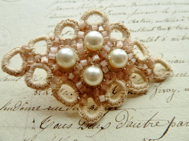 lace pearl brooch
