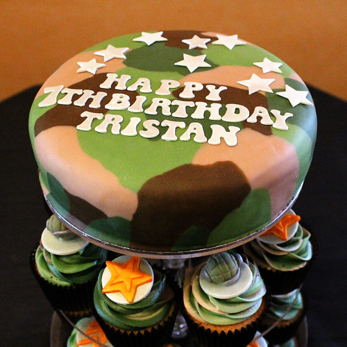 Tristan's army theme camouflage cupcakes 02