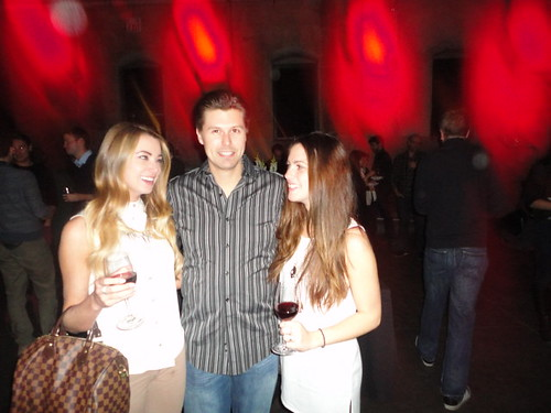 Paul Coulter SEO expert with ladies at Say Media Party in the Fermenting Cellar