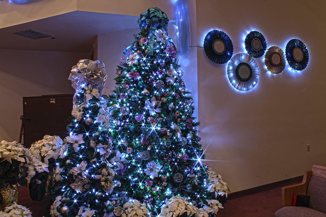 Silver purple and blue themed christmas tree in led - Blue themed christmas tree ...