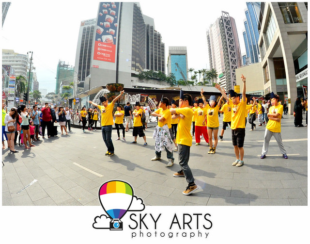 Bruno Mars Unorthodox Jukebox Album Launch Flashmob @ Pavilion KL 2012 [Christmas Decoration]