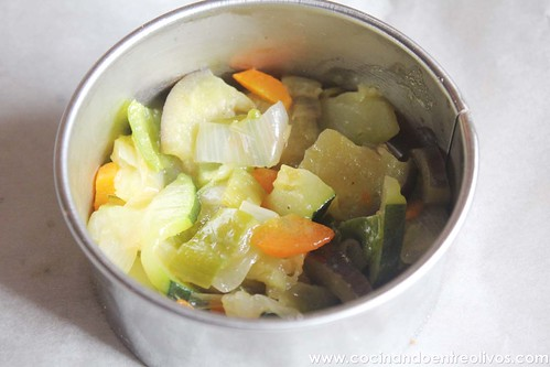 Pechuga de pollo en hojaldre con salsa de pistachos (12)