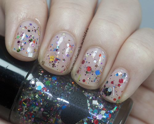 Nostalgic Nail Lacquer Mad World (1)