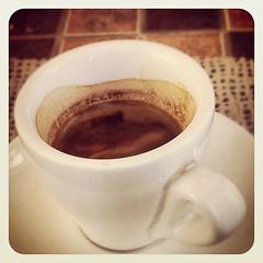 cortado(0.0), hot chocolate(0.0), caff㨠macchiato(0.0), latte(0.0), espresso(1.0), brown(1.0), cappuccino(1.0), cup(1.0), coffee milk(1.0), caf㩠au lait(1.0), coffee(1.0), ristretto(1.0), coffee cup(1.0), caff㨠americano(1.0), drink(1.0), caffeine(1.0),