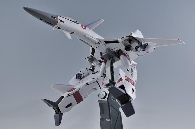 やまと 完全変形 1/60 VF-4G Lightning III ガウォーク