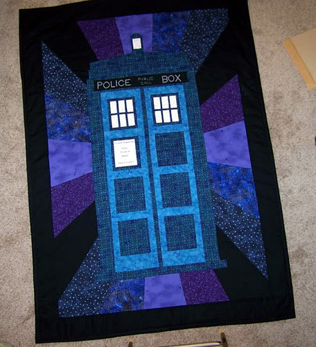 493TARDIS_Quilt_by_EHyde
