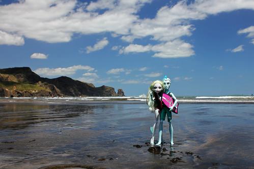 newzealand beach wet water canon toys blacksand surf dolls surfing auckland surfboard seamonster waitakere bethellsbeach tehenga 550d t2i rivermonster lagoonablue canoneos550d monsterhigh gilwebber