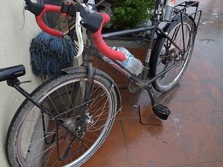 泥だらけの自転車