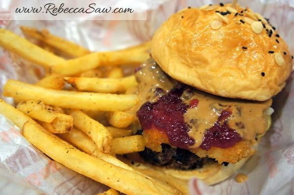Burger Junkyard-001