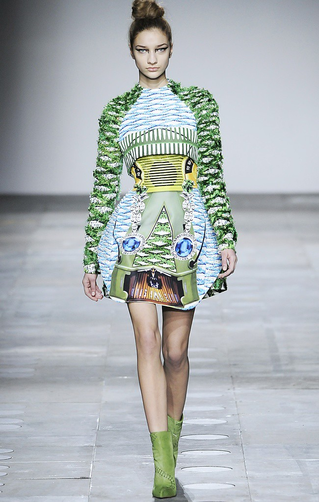 6 Mary_Katrantzou_AW12_Catwalk_Look_26_Photographer_First_View