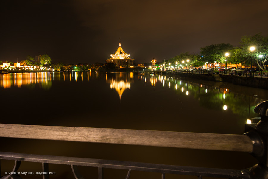 Kuching, Riverside night