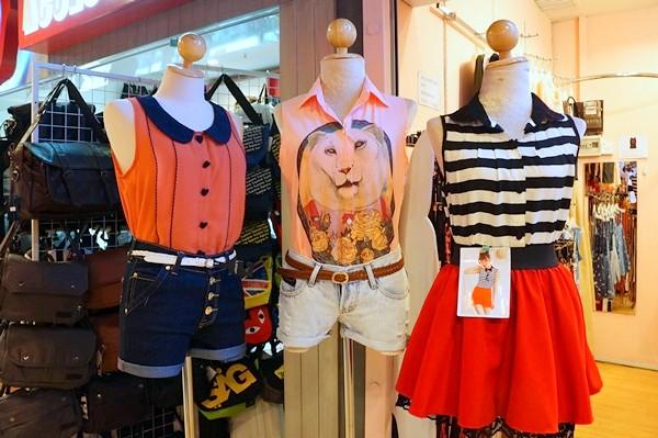 HK station at Sg wang - rebecca saw blog-005