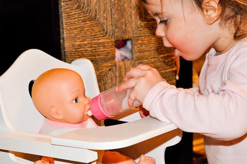 feeding baby by rizeshine