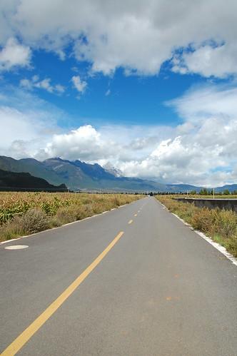 lijiang baisha china road