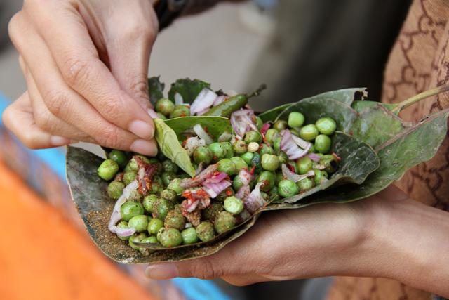 Fried mutter (fried green peas)