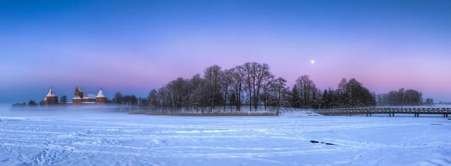 0338 - Lithuania, Trakai, Castle And Lake HDR
