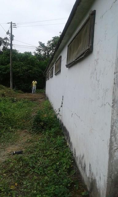 Limpian el tanque reservorio en el cerro Guayas