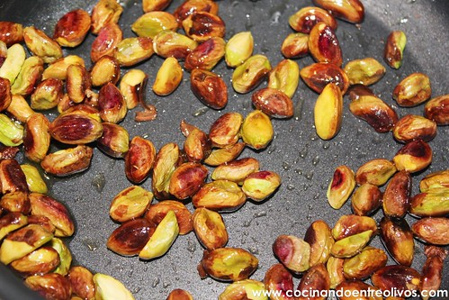 Pechuga de pollo en hojaldre con salsa de pistachos (23)