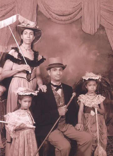 070112Old Time Photo - Family