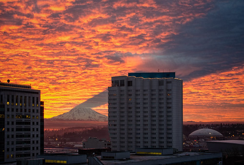 shadow sky mountain skyline buildings fire nikon risk mountrainier pacificnorthwest tacoma drama pnw ranier livingintheshadowofthemountaintacoma