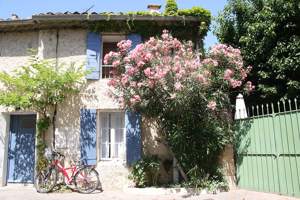 provence village caderousse street 5